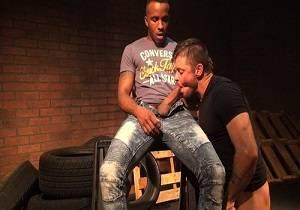 video Phoenix Fellington & Jack Andy – Smoke Break Fuck (Bareback)