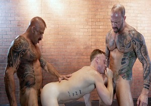 video Saxon West, Jon Galt, Vic Rocco – Big Daddy Dicks (Bareback)