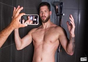 video Shower Peepers – Logan Style & Darcy Oak