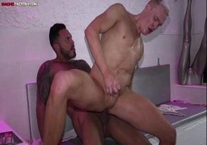 video Viktor Rom, Aaron Mark – Big Splash (Bareback)