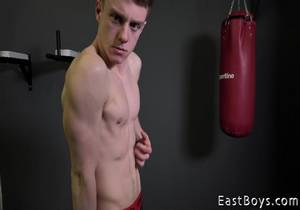 video EB – Victor Schumann – Casting – Muscle flex