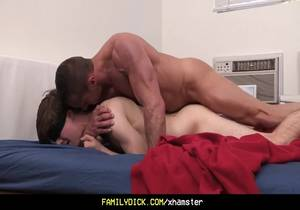 Familydick – Muscle Daddy Plays with Blindfolded Twink