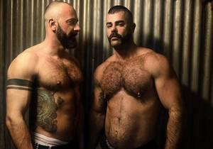 video Ricardo & Jose – Seeded in a bar (Bareback)