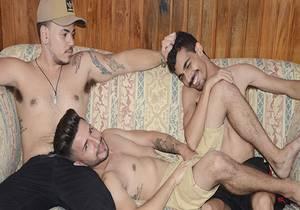 video Tres no Sofa – Johnny, Raoni & Eduardo