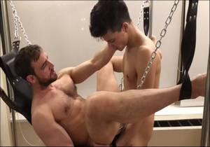 video Benji Schwartz (AKA Benjiboyyogaboy) Threesome Sex Scene
