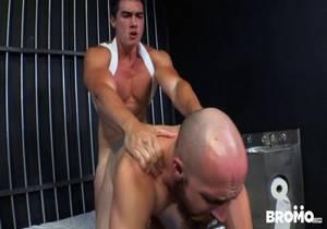 Bromo – Axel Kane & Dustin Steele – Cellmates