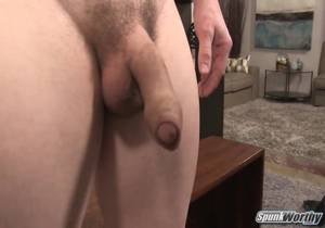 Marty – Pocket-sized powerlifter gets a surprise handjob