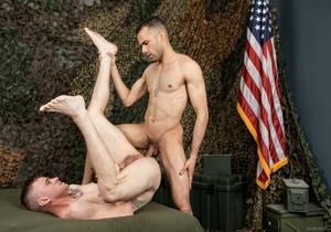 Ryan Flip-Fucks New Recruit Hugo (Bareback)
