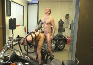 Max Cameron, Lance Hart «Horny Mechanic Gets Reamed by the Boss!»